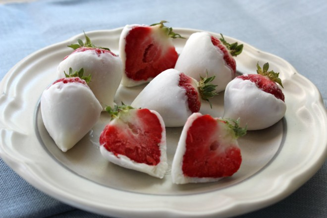 yogurt-dipped-strawberries-660x440