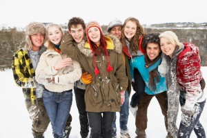 winter-teen-group-outside_54060982